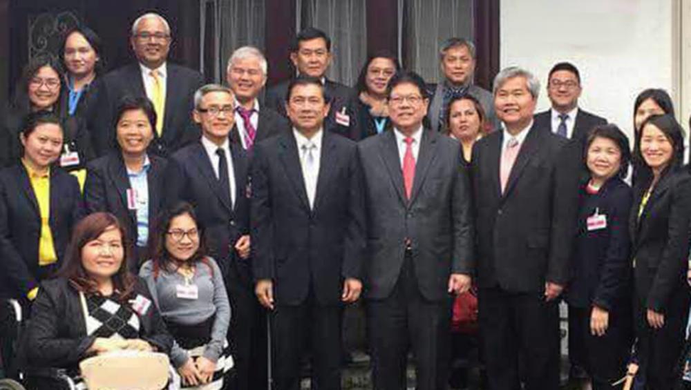 ต้อนรับอบอุ่น ธานี ทองภักดี ออท.ผู้แทนถาวรไทยประจำ สหประชาชาติ ณ นครเจนีวา สวิตเซอร์แลนด์ ต้อนรับ ไมตรี อินทุสุต ปลัดกระทรวงการพัฒนาสังคมฯ เป็นหัวหน้าผู้แทนไทย ไปร่วมประชุมคณะ กก.สิทธิคนพิการ ที่สถานทูต.