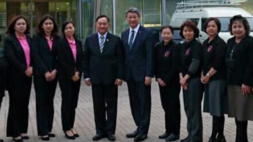 เยี่ยมเยียน พล.ต.อ.อดุลย์ แสงสิงแก้ว รมว.การพัฒนาสังคมฯ ไปเยี่ยมสถานเอกอัครราชทูต ณ กรุงโตเกียว ญี่ปุ่น เพื่อรับฟังปัญหาของชาวไทย บรรสาน บุนนาค ออท.ณ กรุงโตเกียว นำตัวแทนชุมชนไทยมาให้ข้อมูลปัญหาต่างๆ.