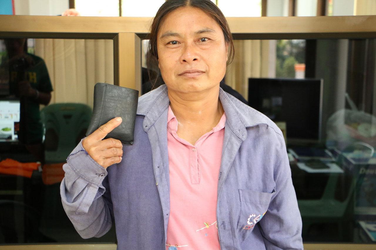 นางประไพ คงอรุณ อายุ 49 ปี พลเมืองดี ผู้เก็บกระเป๋าเงินส่งคืนเจ้าของ