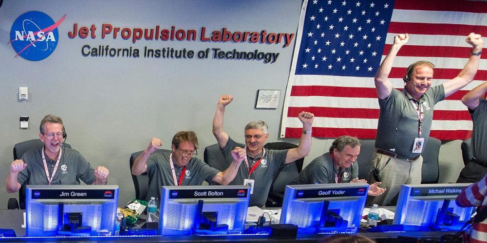 ทีมนักวิทยาศาสตร์ของนาซาดีใจสุดขีด หลังยานจูโนเข้าสู่วงโคจรของดาวพฤหัสบดีสำเร็จ
