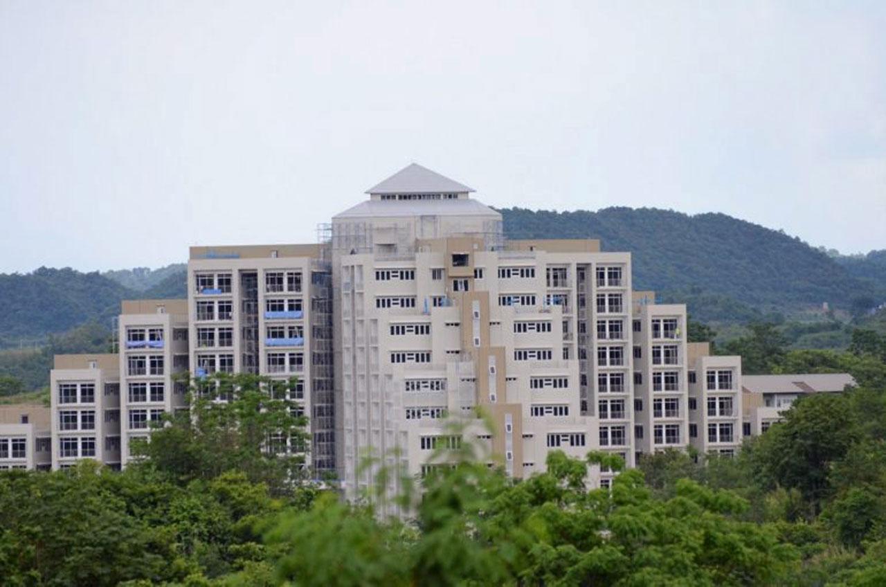 ตึกสูง 12 ชั้น มองเห็นเด่นมาแต่ไกล ในพื้นที่เขาใหญ่