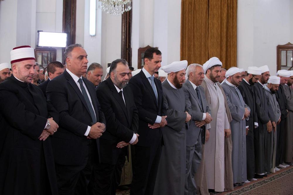 ประธานาธิบดี บาชาร์ อัล-อัสซาด เข้าร่วมพิธีสวดมนต์ตอนเช้าที่เมืองฮอมส์