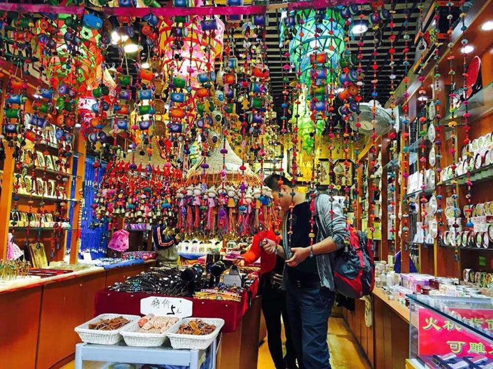 ร้านขายของฝากของที่ระลึกที่ตลาดมุสลิม.