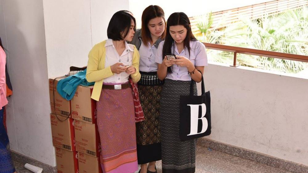 น่ารักมาก! นิสิต ม.มหาสารคาม สวมใส่ผ้าไทยมาเรียนทุกวันพุธ