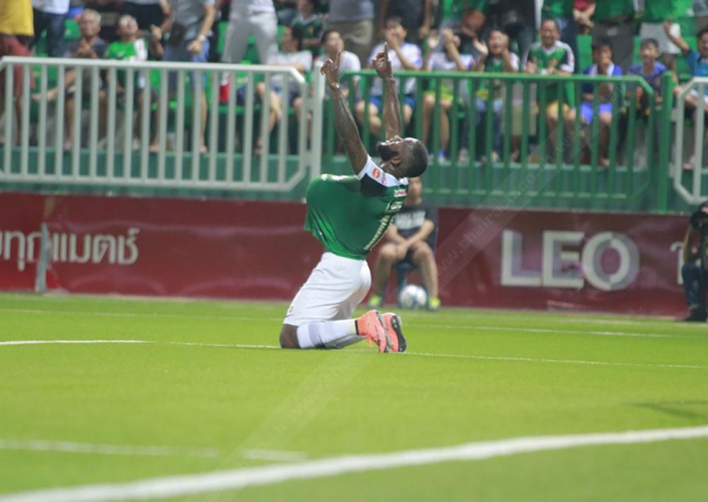 ลาซารัส คาอิมบี ดีใจหลังยิงให้บีจีขึ้นนำ 1-0