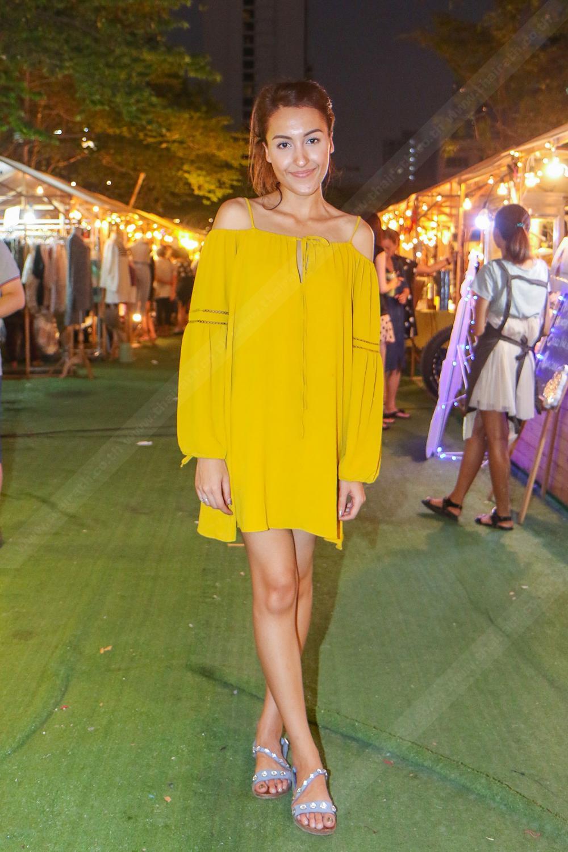 เธอมากับลุคสีเหลืองสดใส