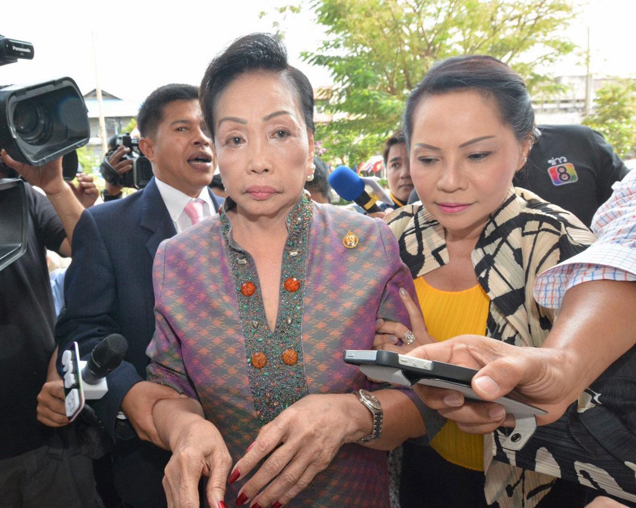 'แม่ประนอม' นางประนอม แดงสุภา ขึ้นศาลไต่สวนคดีฟ้องบุตรสาวคนโต