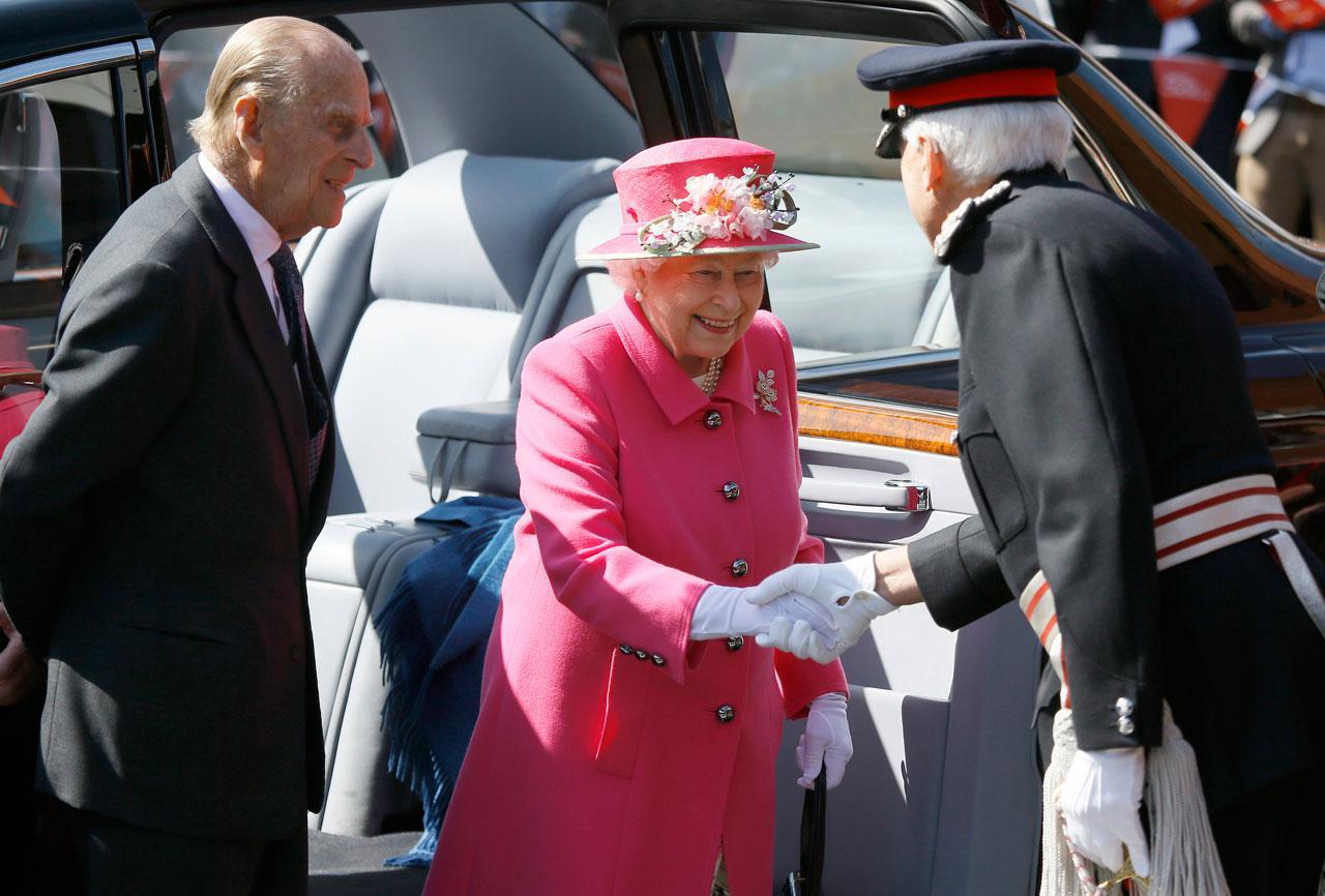 ควีนเอลิซาเบธที่ 2เสด็จพระราชดำเนินพร้อมด้วยเจ้าชายฟิลิป พระราชสวามี ไปยังสำนักงานไปรษณีย์อังกฤษเมื่อ 20เม.ย.