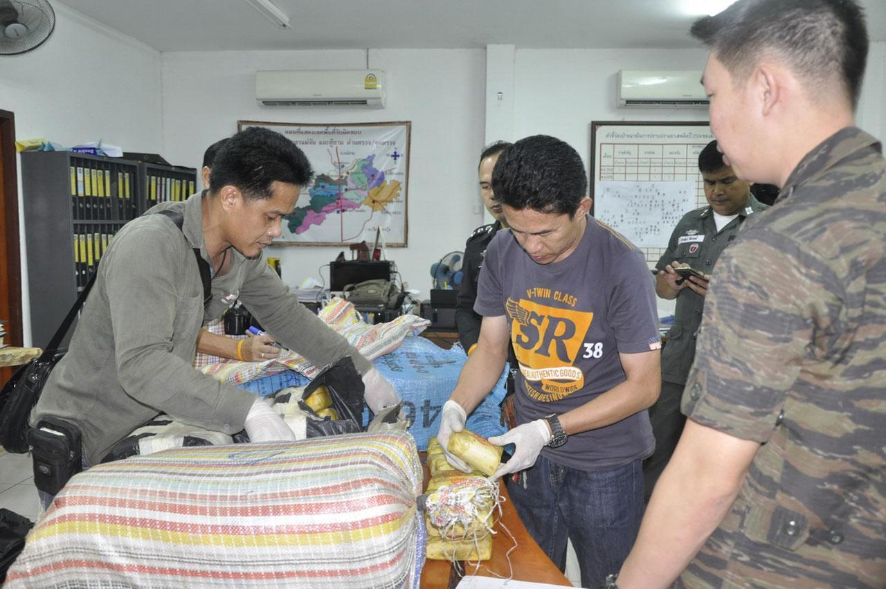 ผู้ต้องหารับสารภาพว่า รับยาบ้ามาจากชายแดน มารอส่งให้อีก คนขนเข้ากทม.