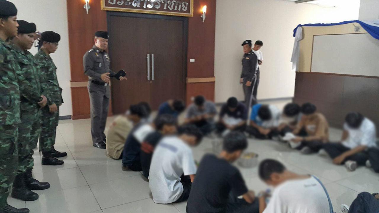 ถูกจับกุม นักเรียนชาย 18คน อายุประมาณ 17-20 ปี หลังยกพวกตีกัน