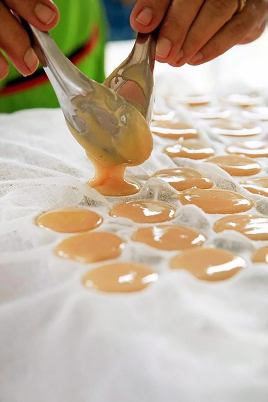การทำน้ำตาลมะพร้าว.