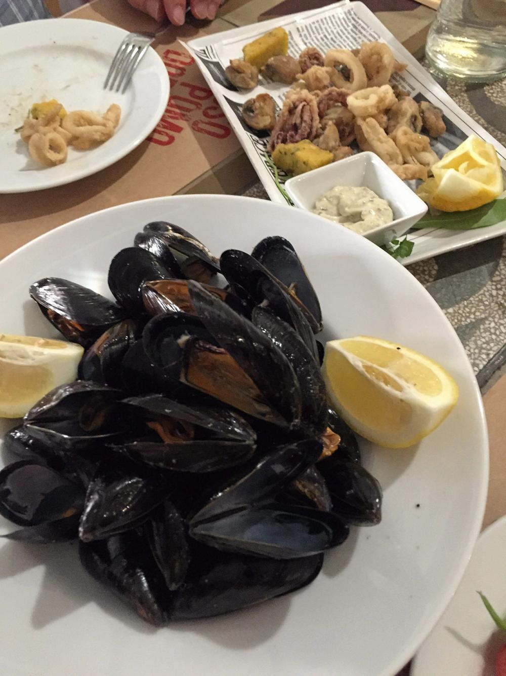 Black Mussel อาหารขึ้นชื่อของอิตาลีที่ห้ามพลาด.