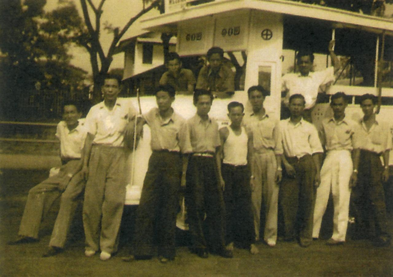 รถเมล์ขาวคันแรกของไทย