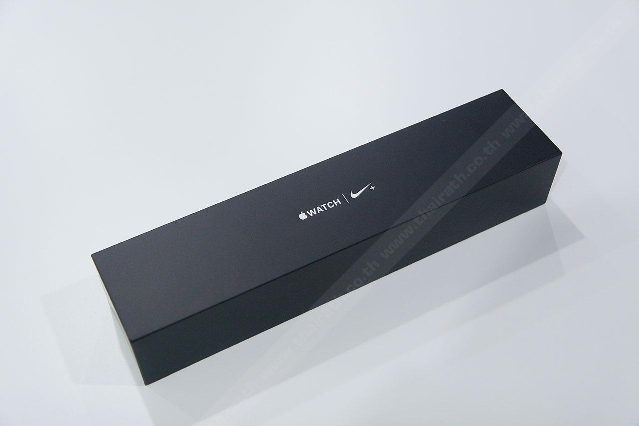 แอปเปิล วอตช์ ไนกี้ พลัส มากับกล่องทรงคล้ายเดิม แต่เป็นสีดำ