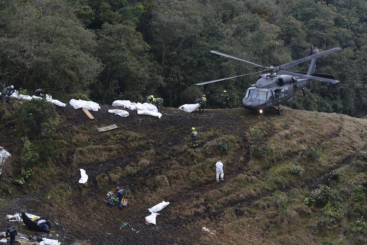ศพผู้เคราะห์ร้ายจากเหตุเครื่องบินตก บริเวณเชิงเขา ใกล้เมืองเมดิยิน