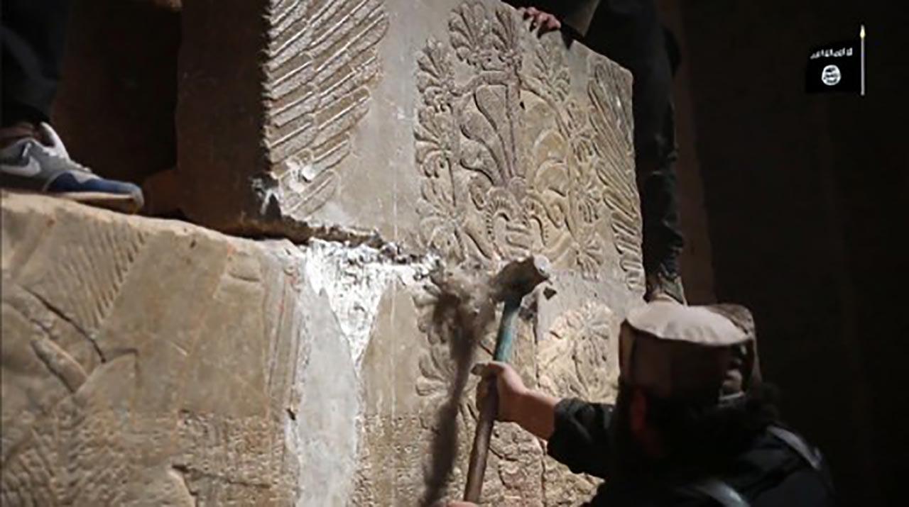 นักรบไอซิสทุบทำลายโบราณวัตถุในเมืองนิมรุด