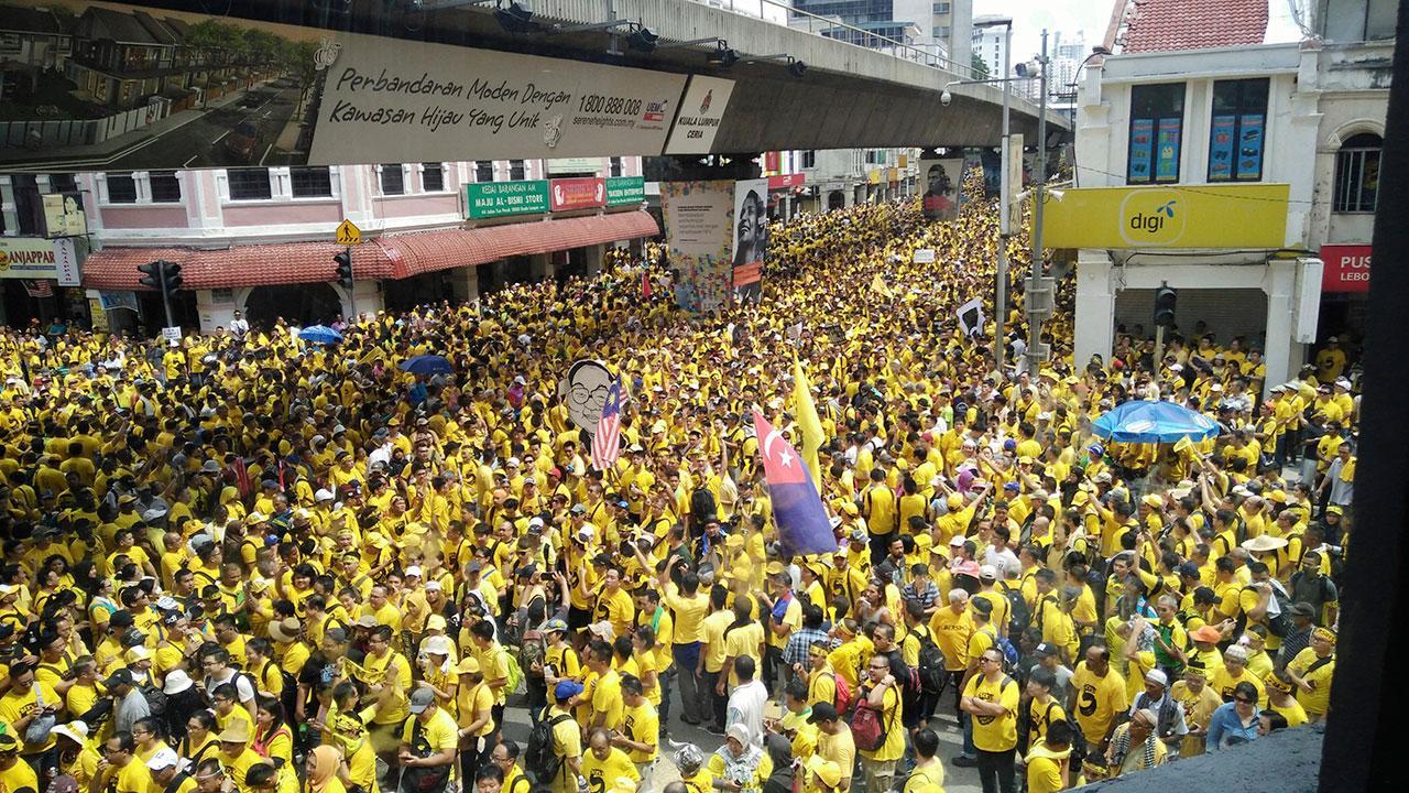 'เสื้อเหลือง' ผู้ประท้วงชาวมาเลเซียประท้วงขับไล่ นายกฯนาจิบ ราซัค