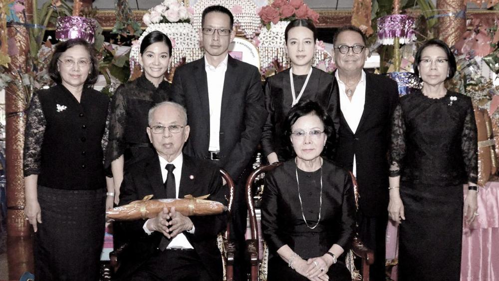 ผ้ากฐิน โพธิพงษ์ ล่ำซำ บอสใหญ่เมืองไทยประกันชีวิต เป็นประธานในพิธีถวายผ้าพระกฐินสามัคคี พร้อมร่วมทำบุญกับบริษัทคู่ค้าจำนวน 3,287,483 บาท โดยมี ยุพา ล่ำซำ, นวลพรรณ ล่ำซำ และ สาระ ล่ำซำ มาร่วมในพิธีด้วย ที่วัดพระขาว อ.บางบาล จ.พระนครศรีอยุธยา วันก่อน.