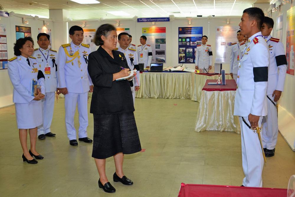 สมเด็จพระเทพรัตนราชสุดาฯ สยามบรมราชกุมารี เสด็จพระราชดำเนินไปทรง เปิดศูนย์กรรมวิธีข้อมูลกองเทคโนโลยีสารสนเทศ และ เปิดงานวันนิทรรศการวิชาการโรงเรียนนายร้อยพระจุลจอมเกล้า ณ หอสมุดโรงเรียนนายร้อยพระจุลจอมเกล้า เมื่อวันที่ 11 พฤศจิกายน.
