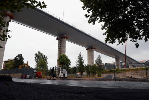 ทางการอิตาลีเตรียมเปิดใช้งานสะพานลอยฟ้าใหม่ ซึ่งเป็นส่วนหนึ่งของทางมอเตอร์เวย์ในเมืองเจนัว อย่างเป็นทางการ หลังสะพานเดิมพังถล่มเมื่อ 2 ปีก่อน ดับ 43 ศพ
