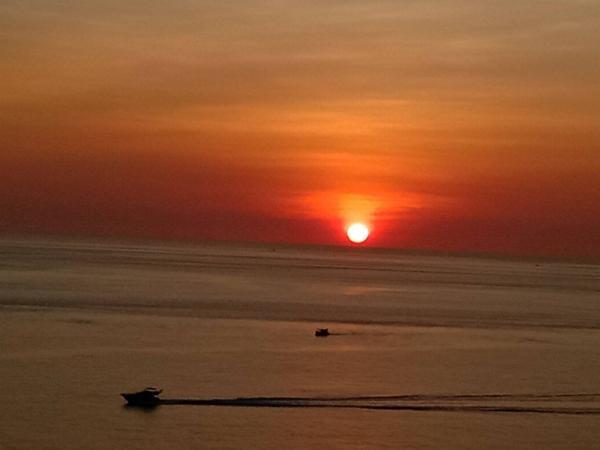 วิวที่คนทั่วโลกอยากชม พระอาทิตย์ตกดินที่แหลมพรหมเทพ