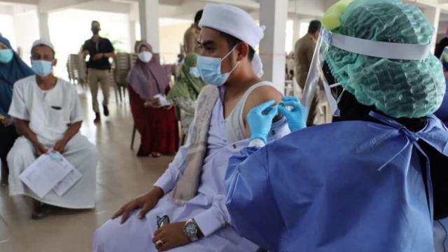 ยะลา ป่วยโควิดพุ่ง ติดเชื้อเพิ่มอีก 704 ราย ผู้ว่าฯ ย้ำมาตรการเด็ดขาด
