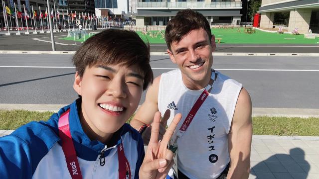 """""""ปอป้อ"""" โพสต์คลิปลงโซเชียลกับเพื่อนใหม่ นักกีฬาโดดน้ำชื่อดังในโอลิมปิก (คลิป)"""