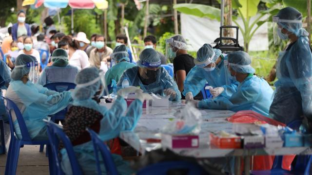 ส่งมอบชุดตรวจอีก 15,000 ชุด เพื่อกระจายไปพื้นที่เสี่ยง แพทย์ชนบทลุยคัดกรอง (คลิป)