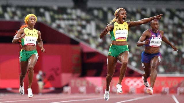 โลกโซเชียลสงสัย 2 นักวิ่งจาเมกา ปฏิกิริยาสุดแปลก แม้เพื่อนทำลายสถิติโอลิมปิก (คลิป)