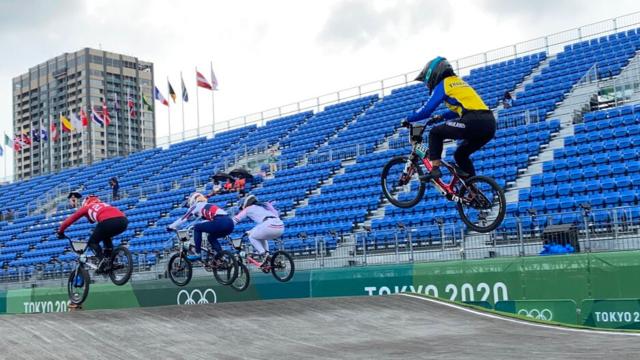 """""""น้องฟ้า"""" สู้สุดใจแม้เจ็บข้อเท้า ไม่ผ่านเข้ารอบ 16 คน BMX โอลิมปิก 2020"""