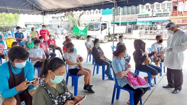 """""""นนทบุรี"""" พบผู้ป่วยโควิดอีก 137 ราย ไทม์ไลน์ยังเชื่อมโยงตลาดสด"""