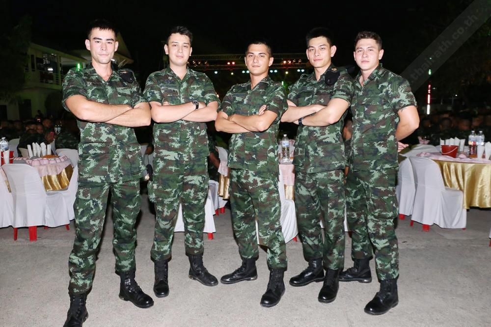 กลุ่มเพื่อนดาราทหาร