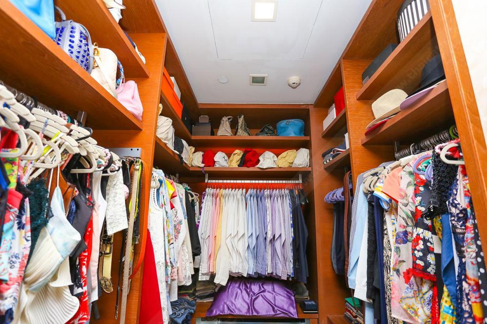 ห้องเก็บเสื้อผ้า