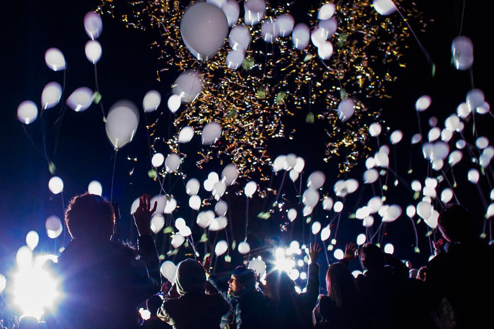ชาวญี่ปุ่นในกรุงโตเกียว ร่วมกันปล่อยลูกโป่งฉลองวันขึ้นปีใหม่
