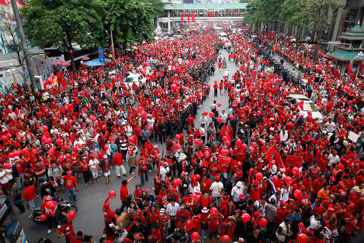 ใครต้องรับผิดชอบจากกรณีออกคำสั่งสลายการชุมนุมคนเสื้อแดงเมื่อปี 2553