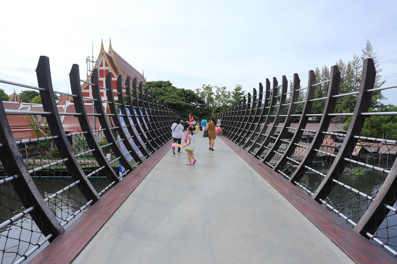 สะพานรูปท้องเรือ