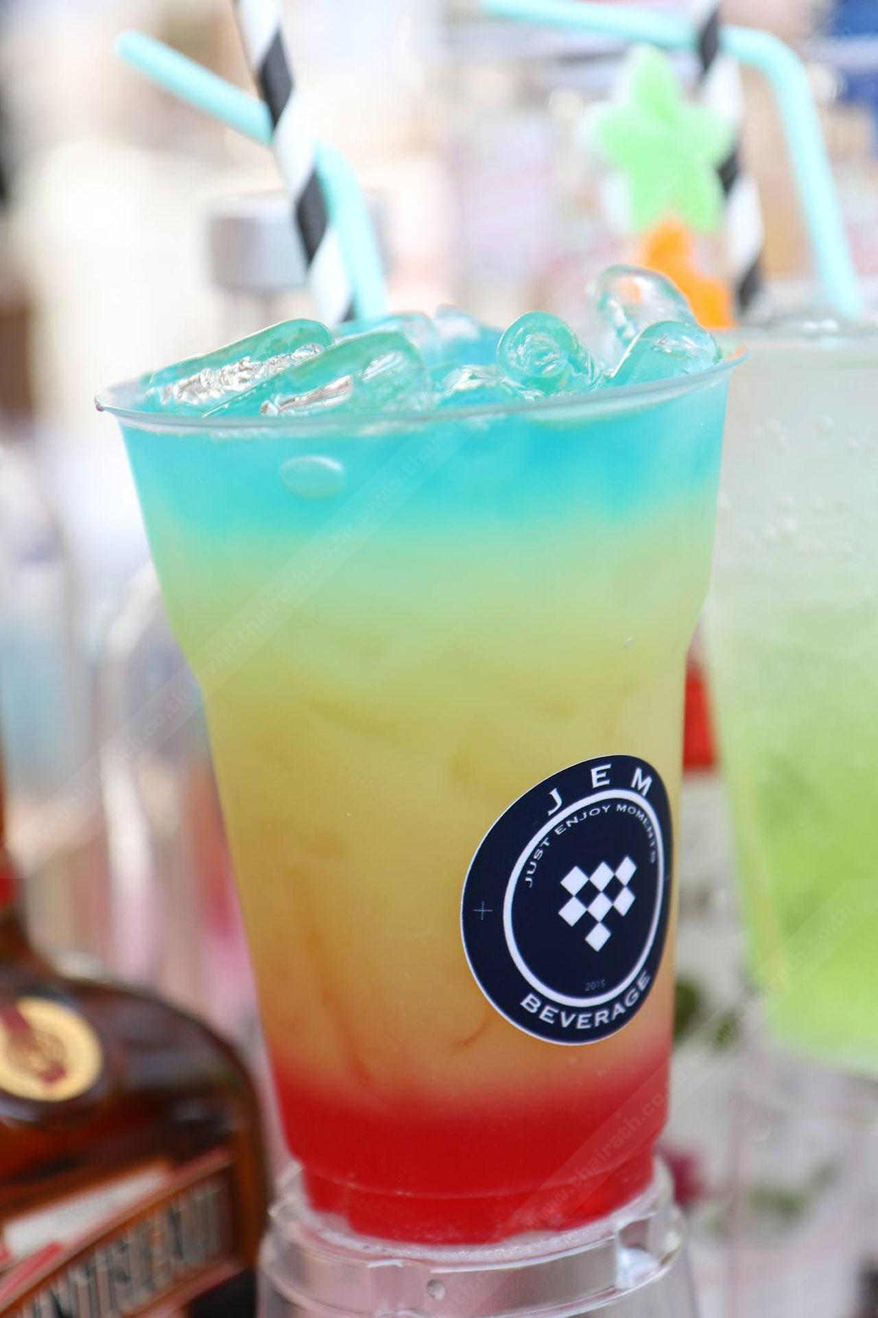 rainbow mocktail เครื่องดื่มทีเด็ดของร้าน JEM