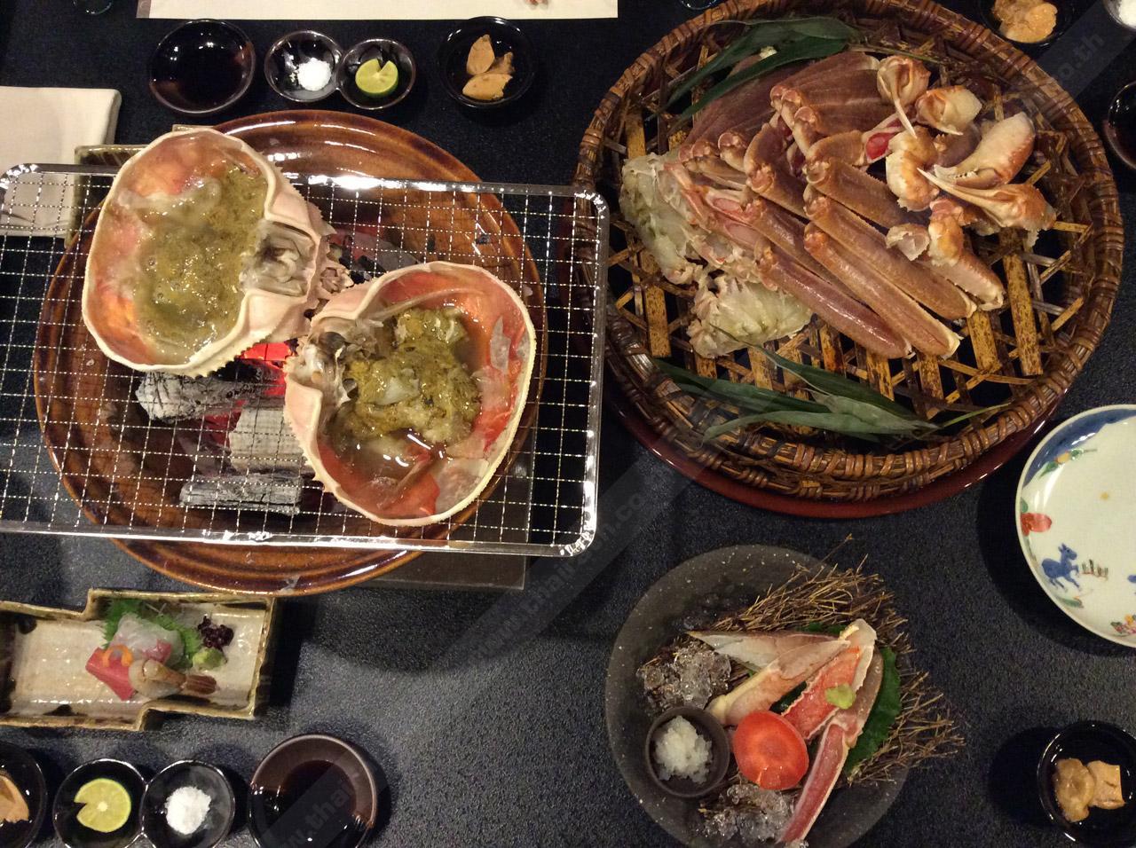 มื้อหลักของไคเซกิเซตปู เป็นปูย่างเตาถ่าน