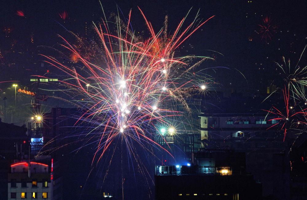 พลุไฟฉลองปีใหม่ในกรุงจาการ์ตา เมืองหลวงอินโดนีเซีย (ภาพ: AFP)