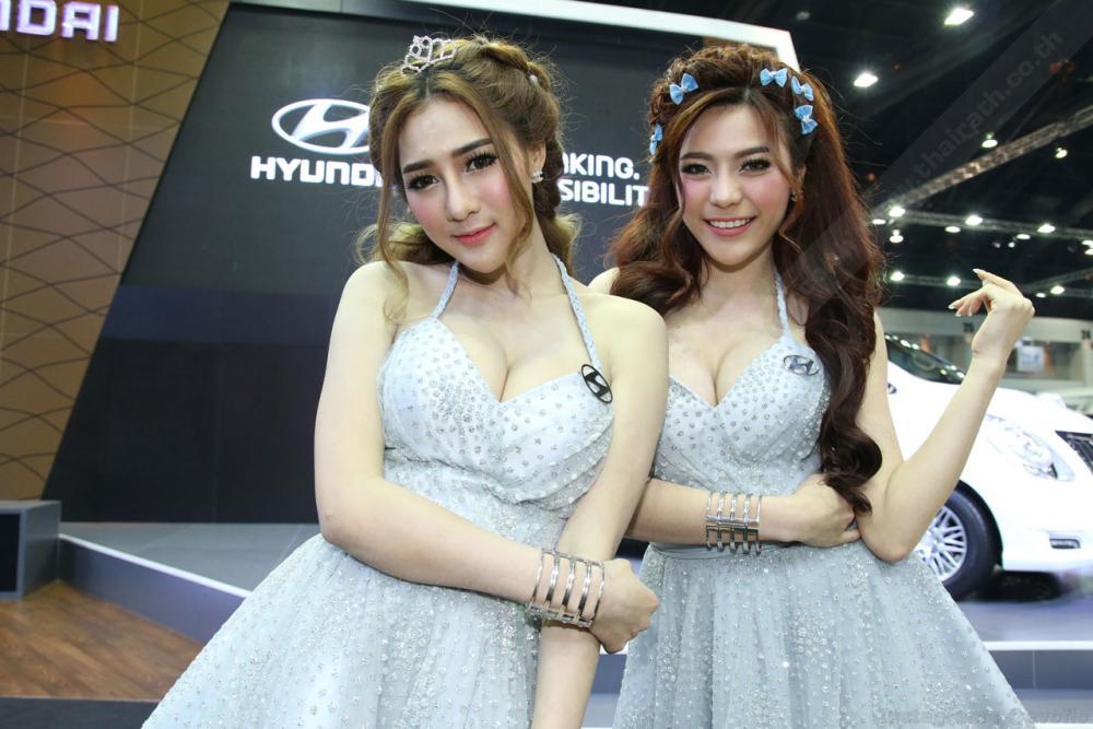 2 สาวฮุนไดโพสท่าเซ็กซี่น่ารัก