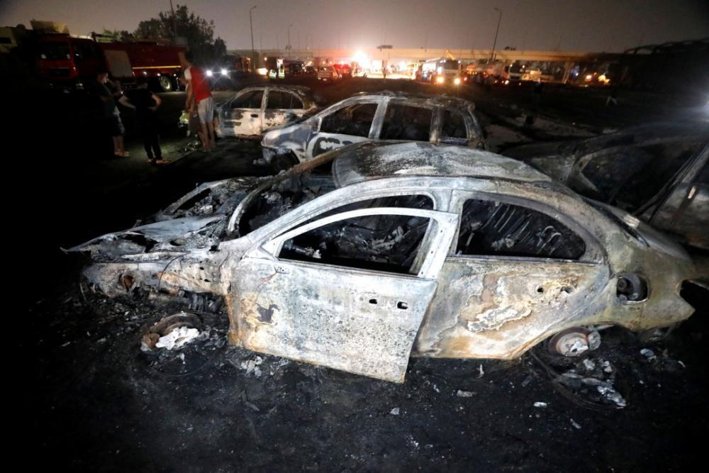 รถยนต์กว่า 20 คัน ประสบเหตุร้าย โดนไฟไหม้หลังเกิดเหตุท่อส่งน้ำมันดิบแตกบริเวณริมทางมอเตอร์เวย์ ชานกรุงไคโร เมื่อ 14 ก.ค.63