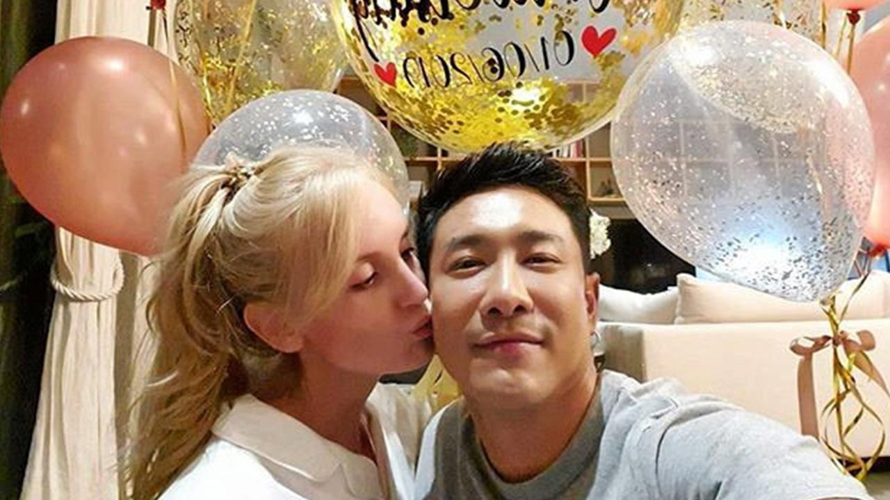 """มีคนกล่าวไว้ ถ้าเจอ """"เจ้าของหัวใจ"""" รักจะหวานปานน้ำผึ้ง เนี่ยเป๊ะเลย บอย-พิษณุ ครบรอบแต่งงาน 1 ปีกับ อแมนด้า โพสต์หวาน พร้อมดอกไม้ช่อโต... เพราะว่ารักคำเดียว!!"""