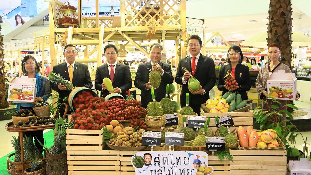 กินของไทย วิชัย โภชนกิจ เปิดงาน คัดไทย ผลไม้ไทย 2020 เพื่อสนับสนุนผลผลิตเกษตรไทย โดยมี บุญชัย ปลื้มสืบกุล, พูนพงษ์ นัยนาภากรณ์, สุภานันท์ เพ็ชรมาศ, ผศ.ดร.วราวุธ ตีระนันทน์, ดร.ณุกานดา กิติศุภวัฒนา และ นงนุช นามวงศ์ มาร่วมงานด้วย ที่เดอะมอลล์ บางแค วันก่อน.