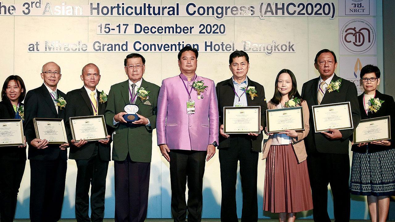 ประชุม  -  ดร.อนันต์ ดาโลดม เปิดการประชุมวิชาการพืชสวนแห่งเอเชีย The 3rd Asian Horticultural Congress 2020 โดยมี ระพีภัทร์ จันทรศรีวงศ์, ดร.เศรษฐพงศ์ เลขะวัฒนะ, ดร.สุวิทย์ ชัยเกียรติยศ และ ศ.ดร.จริงแท้ ศิริพานิช มาร่วมประชุมด้วย ที่ รร.มิราเคิล แกรนด์ วันก่อน.