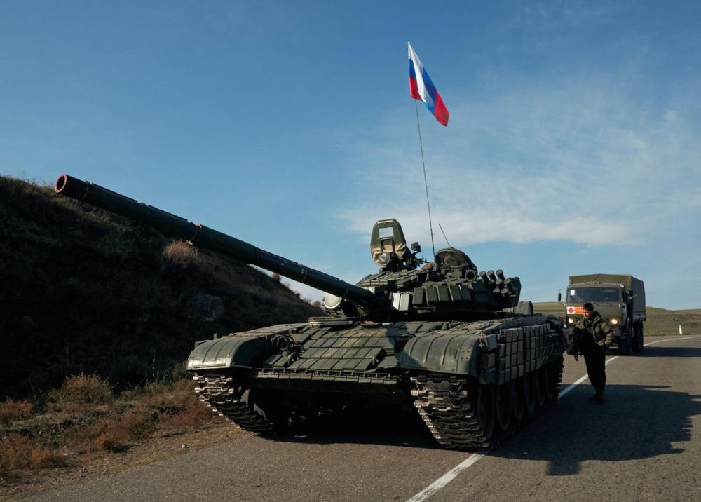 รถถังของรัสเซียกำลังเดินทางไปยังนากอร์โน-คาราบัค