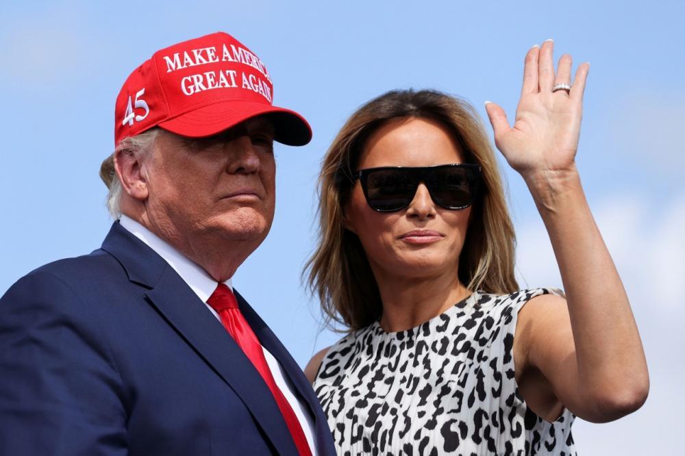 ประธานาธิบดีโดนัลด์ ทรัมป์ และเมลาเนีย ทรัมป์ สุภาพสตรีหมายเลขหนึ่ง 1 สหรัฐ