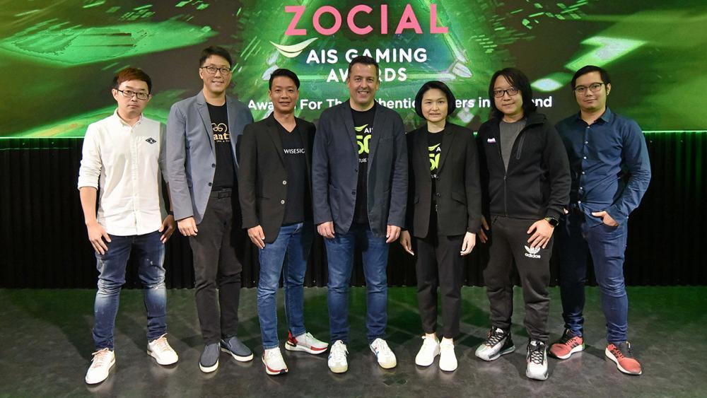 """ยกระดับ อลิสแตร์ เดวิด จอห์นสตัน และ กล้า ตั้งสุวรรณ ประกาศความพร้อมเตรียมจัดงานมอบรางวัล """"Thailand Zocial AIS Gaming Awards"""" ครั้งแรกในเมืองไทย เพื่อยกระดับวงการเกมและอีสปอร์ต ที่ AIS eSports STUDIO ชั้น 2 สามย่านมิตรทาวน์ วันก่อน."""