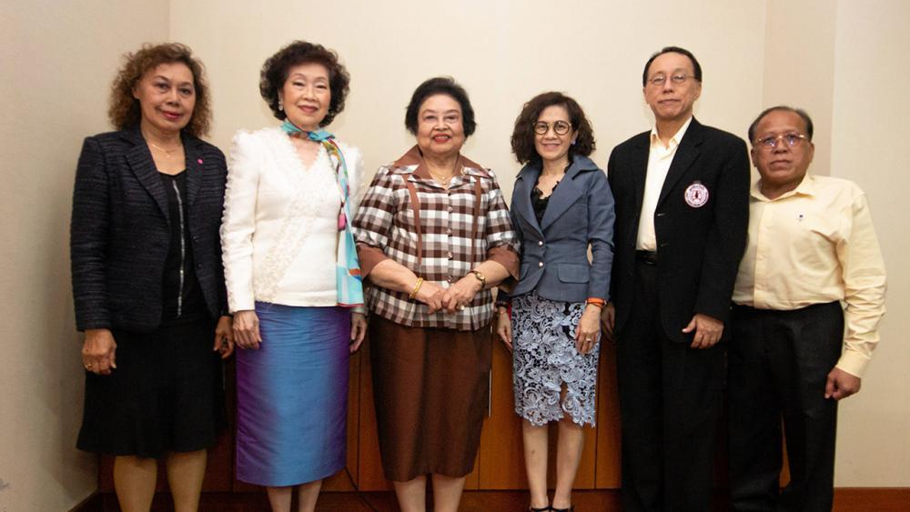ปลอดภัยไว้ก่อน อารยา อรุณานนท์ชัย จัดประชุมกรรมการเพื่อเดินหน้าโครงการพี่หัวดีรณรงค์สวมหมวกนิรภัยเด็กวัยเรียนทั่วประเทศไทย โดยมี พลตรีหญิง คุณหญิงอัสนีย์ เสาวภาพ และ นพ.แท้จริง ศิริพานิช มาร่วมประชุมด้วย ที่โรงแรมแกรนด์ เมอร์เคียว ฟอร์จูน วันก่อน.
