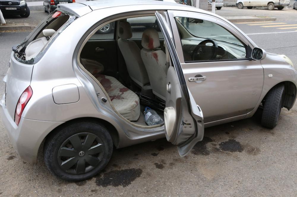 รถยนต์เปื้อนเลือดของนักข่าว 2 คน ที่ได้รับบาดเจ็บในเมืองมาร์ตูนี