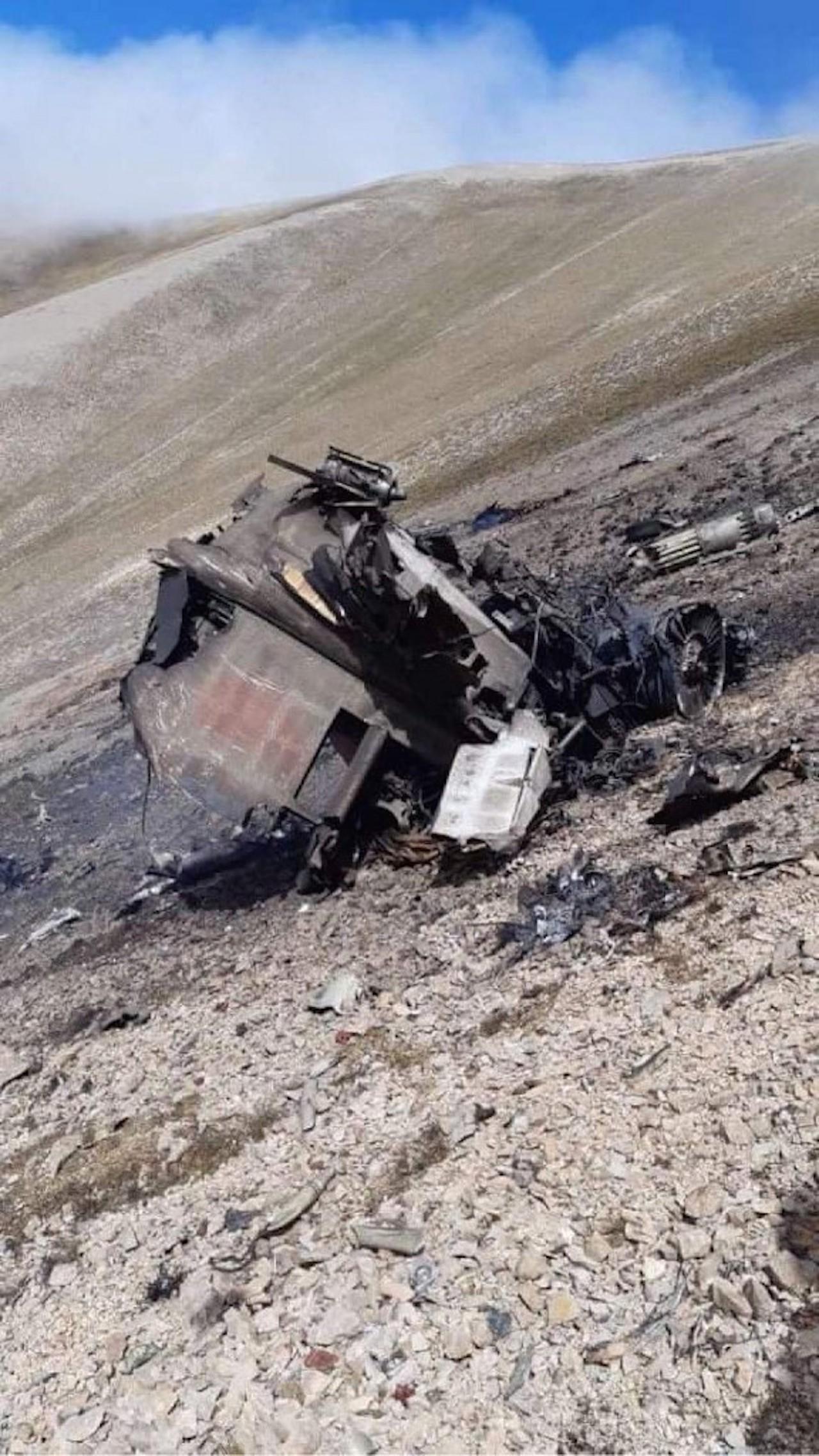 ภาพที่ฝ่ายอาร์เมเนียอ้างว่า เป็นซากเครื่องบินรบ ซู-25 ที่ถูก เอฟ-16 ของตุรกียิงตกเมื่อวันอังคาร